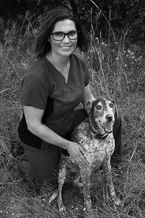 dripping-springs-veterinary-team-amanda-smith-bw