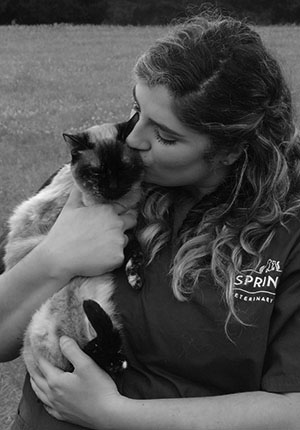 dripping-springs-veterinary-team-sydnie-mauch-bw